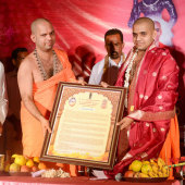 Felicitation_to_Paryaya_Swamiji_H_H_Sri_Vishwavallbha_Th_002
