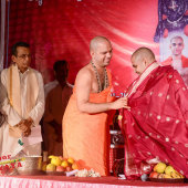Felicitation_to_Paryaya_Swamiji_H_H_Sri_Vishwavallbha_Th_003