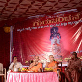 Felicitation_to_Paryaya_Swamiji_H_H_Sri_Vishwavallbha_Th_005
